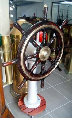 antique ships wheel barre roue