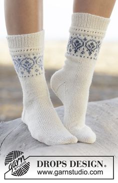 Drops Pattern 161-34, Knitted socks with pattern border in Fabel and Delight
