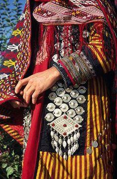 Iran | Turkmen woman's traditional dress, Dashtak, Khorasan province | © Wieland De Hoon, 2003