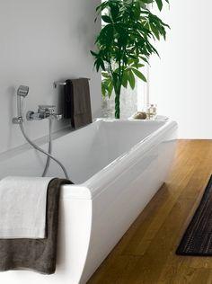 Łazienka z wanną, Laufen, fot. Bathtub, Design Inspiration, House Design, Bathroom, Home, Standing Bath, Washroom, Bathtubs, Bath Tube
