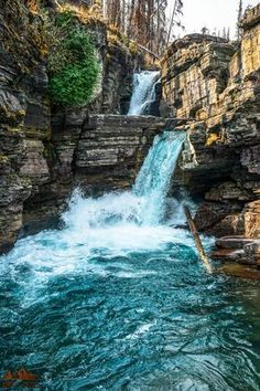 Experience the best hikes and viewpoints in Glacier National Park with this list of things you can't miss -- written by a former park ranger! Glacier National Park Montana, Glacier Park, Places To Travel, Places To See, Beautiful Waterfalls, Travel Usa, Beautiful Places, Scenic Photography, Night Photography