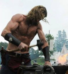 A very sexy but dangerous way to forge a sword. #Viking