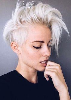 Wavy Short Hair Women