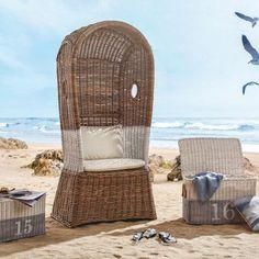 Trendiger Strandstuhl in Rattan und Naturweiß - für Urlaubsfeeling zu Hause