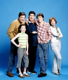 If you're a young millennial, then you're probably familiar with a little show called Drake & Josh. The iconic Dan Schneider sitcom starred Drake Bell and Nickelodeon Shows, Nickelodeon Cartoons, Funny Cartoons, Drake Y Josh, Drake Bell, Dan Schneider, Teen Series, Josh Peck, Anxiety Cat