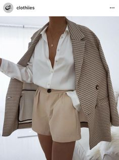 Lass dich inspirieren: Business Outfit Damen Get inspired: business outfit women # Office clothes # Office outfit Source by aleasophy French Fashion, Look Fashion, Fashion News, Fashion Women, Feminine Fashion, Fashion Fashion, Classy Fashion, New Fashion Style, Winter Fashion