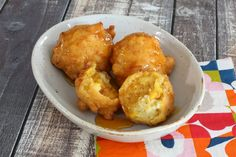 This is a recipe for moist and fluffy corn oysters, also know as corn fritters. Fresh (or frozen) corn in a light batter is deep fried to perfection.