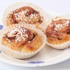 Nybakade kanelbullar Food Cakes, Amazing Cakes, Cake Recipes, Muffin, Food Porn, Breakfast, Desserts, Cake Ideas, Heaven
