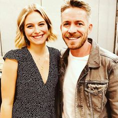 Sean Maguire ( iamseanmaguire ) - Finally met my on screen daughter and what a delight she is. Tiera Skovbye, Sean Maguire, Ouat Cast, Swan Queen, Outlaw Queen, Fan Edits, Red Carpet Event, Captain Swan, Fairy Tail