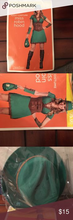 NWT Robin Hood Costume Fun form-fitting dress with accessories. 🚫modeling 🚫trades 🚫PayPal Target Dresses