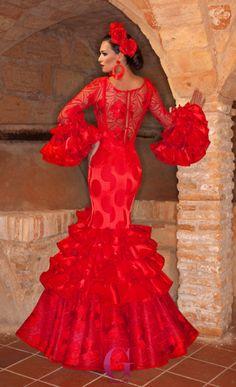 traje-flamenca--rojo-espalda Flamenco Costume, Flamenco Dancers, Modest Dresses, Dance Dresses, Flamenco Dresses, Spanish Gypsy, Red Frock, Spanish Dress, Frou Frou