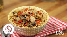 Operation Transformation's Singapore Noodles recipe combines the flavours of the east with cupboard stalwarts to create this deliciously healthy meal. Singapore Noodles Recipe, One Pan Chicken, Chicken Spaghetti, Noodle Recipes, Chicken Casserole, Main Meals, Japchae, Healthy Recipes, Dinner
