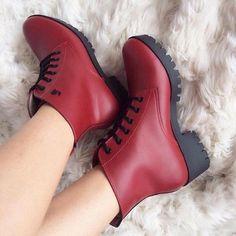 De boca aberta com essa nova Bota Coturno da Via Marte!  😲 Lindo não? 😍 e é da nova coleção Outono Inverno 2018. ❤😘 . #modafeminina #modaMasculina #moda #outonoinverno #outonoinverno2018 #look #lookdodia #dodia #tendência #tendência2018 #confortoeestilo #estilo #calcadosfemininos #calçados #instablogger #instafashion #cute #instamoda #fashion #style #charmvirtual #lojaonline #sapatosfemininos #sapatos #store #shoponline #shopping #bota #coturno #boots #viamarte
