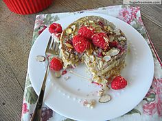 Oatmeal Berry Breakfast Cake - I'm going to try this with quinoa tomorrow! #glutenfree #sugarfree