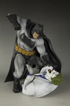 Batman-Hunt The Dark Knight ARTFX Statue