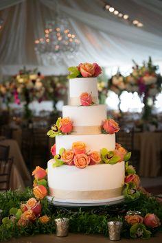 Beautiful Cake at Shadow Oaks Ranch, CA Photography: Stephanie Hogue More photos http://www.whitesatinweddingshow.com/jessica--steve.html
