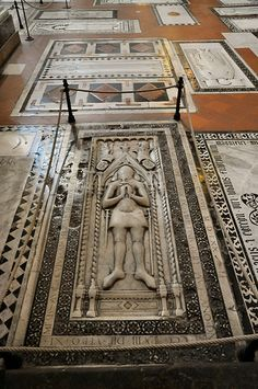 Florence Basilica of Santa Croce Floor burial site Voyage Florence, Florence Italy, Famous Historical Figures, Historical Artifacts, Michelangelo, Miguel Angel, Pisa, Driving In Italy, Toscana Italia