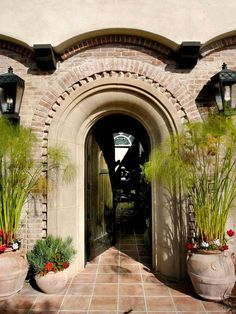 Exterior Architectural Detailing - I would LOVE this in a house - the archway is so pretty