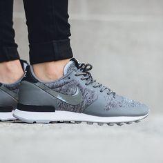 Nike Wmns Internationalist Tech Fleece: Tumbled Grey/Tumbled Black
