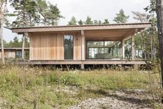 Timber Deck, Timber House, Wooden Summer House, Summer Houses, Timber Structure, Passive House, House Roof, Small House Plans, House In The Woods