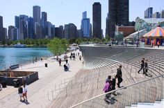 """Navy Pier's new """"Wave Wall"""" (nARCHITECTS)"""