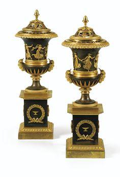 Paire de vases pots-pourris en bronze patiné et doré d'époque Empire, attribués à Pierre-Philippe Thomire, vers 1810 | Lot | Sotheby's