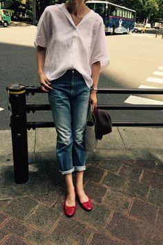 白シャツ+赤 実着