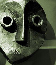 Horniman museum mask - PENDE MASK CONGO