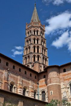 Toulouse, France has so much to offer traveling families.   We can honestly say, it is one of the most attractive places we've ever visited! Here's how we made the most of our time in Toulouse. A mini guide to help you plan an amazing family trip.
