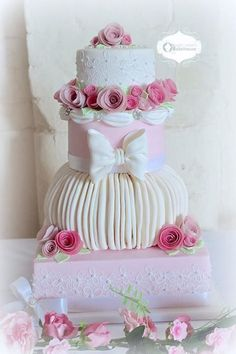 Pink Roses & Lace Wedding Cake
