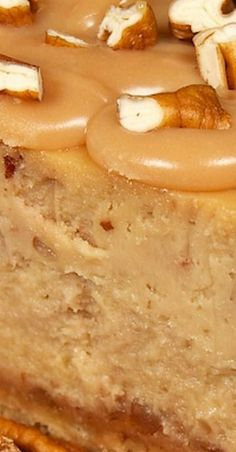 Praline Cheesecake hearty dessert recipe - nuts and caramel delightfully different, great for a party Homemade Desserts, Easy Desserts, Delicious Desserts, Cheesecake Recipes, Cookie Recipes, Pecan Praline Cheesecake Recipe, Cheesecake Toppings, Chocolate Cheesecake, Dessert Dishes
