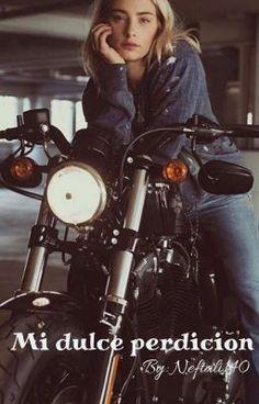 La chica buena Camille Lombrad, no bebe, no se mete en líos y trabaja… #romance #Romance #amreading #books #wattpad Cafe Racer Girl, Motorbike Girl, Motorcycle Bike, Motorcycle Posters, Lady Biker, Biker Girl, Biker Photoshoot, Motard Sexy, Biker Chick