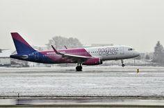 #airportgdansk #airport #airplane #snow #winter #wizzair #gdansk / photo: Andrzej Byczkowski