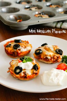The Taste Tester: Mini Mexican Pizzas Yummy Appetizers, Appetizers For Party, Appetizer Recipes, Snack Recipes, Cooking Recipes, Snacks, Pizza Recipes, Sweet Recipes, Mini Mexican Pizza