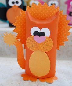 Lion Making from Toilet Paper Roll - Kinderspiele Fun Crafts, Diy And Crafts, Paper Crafts, Toilet Paper Roll Bat, Diy For Kids, Crafts For Kids, Butterfly Crafts, Handmade Copper, Halloween Crafts