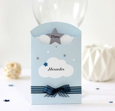 Menu et marque-place 2 en 1 thème nuage et étoiles, décoration de table pour baptême, coloris bleu et gris : Autres papeterie par latelierdesconfettis