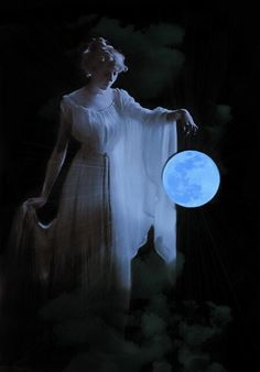 What's A Wiccan Coven? Wiccan, Magick, Pagan, Part Of Fortune, Rhapsody In Blue, Mystique, Moon Magic, Beautiful Moon, Foto Art