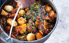 This delicious lamb potjie can also be cooked in the oven or on the stove. Braai Recipes, Lamb Recipes, Meat Recipes, Recipies, Campfire Recipes, Cooker Recipes, South African Dishes, South African Recipes, Ethnic Recipes