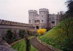 Google Image Result for http://photos.igougo.com/images/p56252-London-Windsor_Castle.jpg