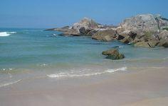 Praia da Ferrugem, município de Guaropaba, estado de Santa Catarina, Brasil.  Fotografia: Liza.