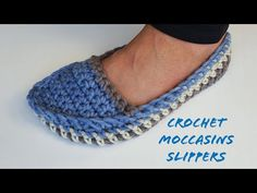 We are going to learn How to Crochet Moccasin Unisex Slippers. This moccasin project up really fast an can be customized to fit any foot... Unique Crochet, Easy Crochet, Crochet Baby, Free Crochet, Knitted Slippers, Slipper Socks, Mens Slippers, Granny Square Slippers, Granny Square Poncho