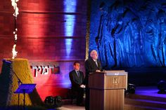 """Presidente de Israel na cerimônia em lembrança do Holocausto: vamos continuar a sobreviver e combater o antissemitismo. Jerusalém (TPS) - O presidente de Israel Reuven Rivlin disse na quarta à noite, 4/5, que o Holocausto é fundamental para a identidade de Israel e prometeu combater a """"doença crônica"""" do antissemitismo, durante a cerimônia oficial assinalando…"""
