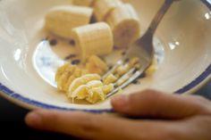 Aplasta un plátano y agrega estos 2 ingredientes, ¡y nunca volverás a toser este invierno!