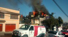 Bomberos atienden dos incendios en CDMX