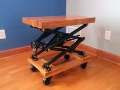 Post with 63 votes and 99991 views. Shared by BreeBree. I built an industrial style scissor lift end table with a lot of brass bolts Furniture Projects, Furniture Making, Wood Projects, Diy Furniture, Furniture Design, Living Furniture, Table Élévatrice, Lift Table, End Tables
