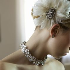 Chunky bridal statement necklace and ivory feather flower hair accent #glamwedding