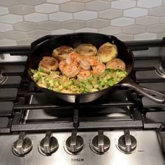 I love cooking and serving from a skillet Food Vids, Skillet Cooking, Food Snapchat, Insta Story, Me Time, Dinner Recipes, Pizza, Blouses, Baking