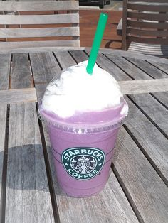 Blueberry Blast shared with the Secret Menu for Starbucks App! Starbucks Free Coffee, Starbucks Secret Menu Drinks, Starbucks Recipes, Coffee Shop, Frozen Coffee Drinks, Starbucks Wallpaper, Frappuccino Recipe, Latte Recipe, How To Make Coffee