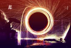 espiral, fuego, chispas, rueda, hombre, paraguas, noche, 1704052155