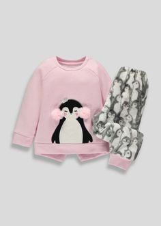 Cute Sleepwear, Girls Sleepwear, Cute Pjs, Cute Pajamas, Outfits Niños, Kids Outfits, Penguin Clothes, 1st Birthday Shirts, Baby Girl Winter